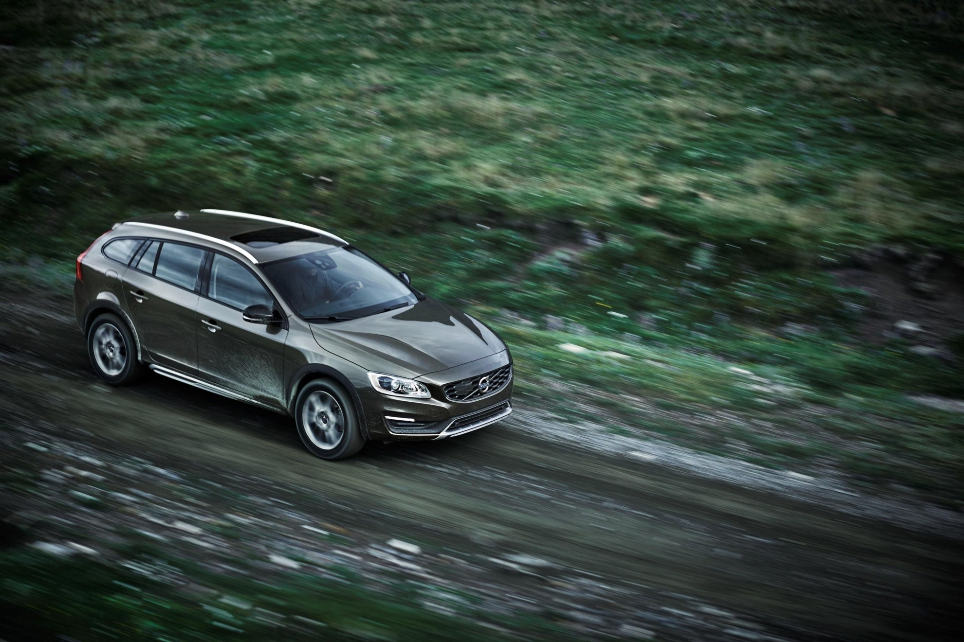 Volvo_Cars_reveals_new_V60_Cross_Country-2