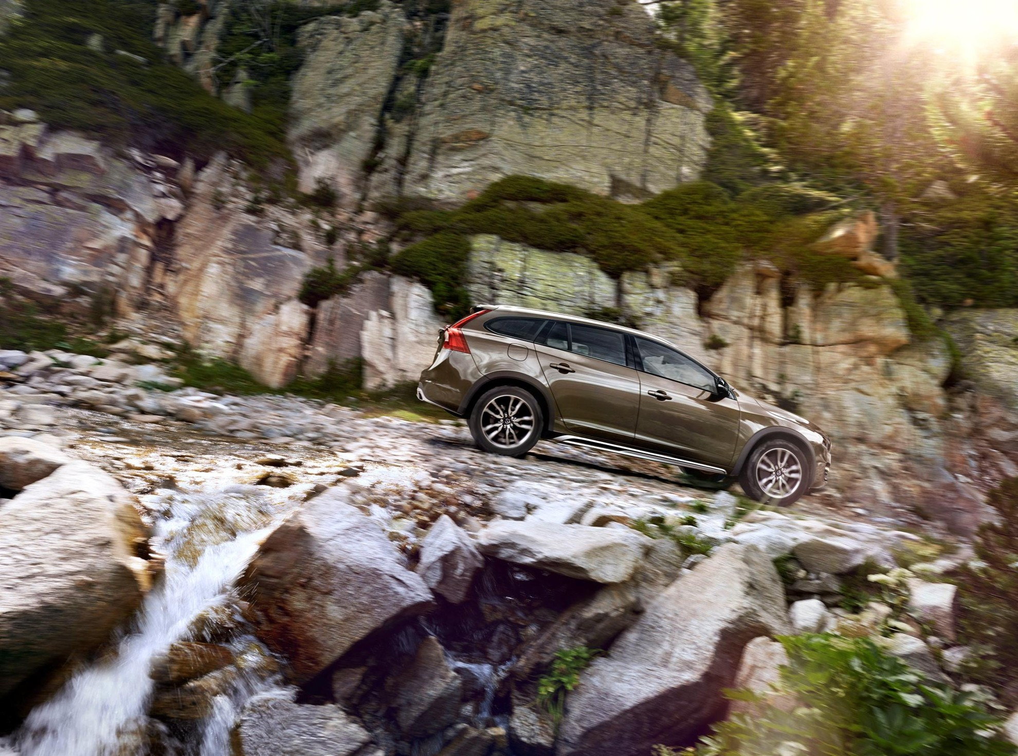 Volvo_Cars_reveals_new_V60_Cross_Country-3