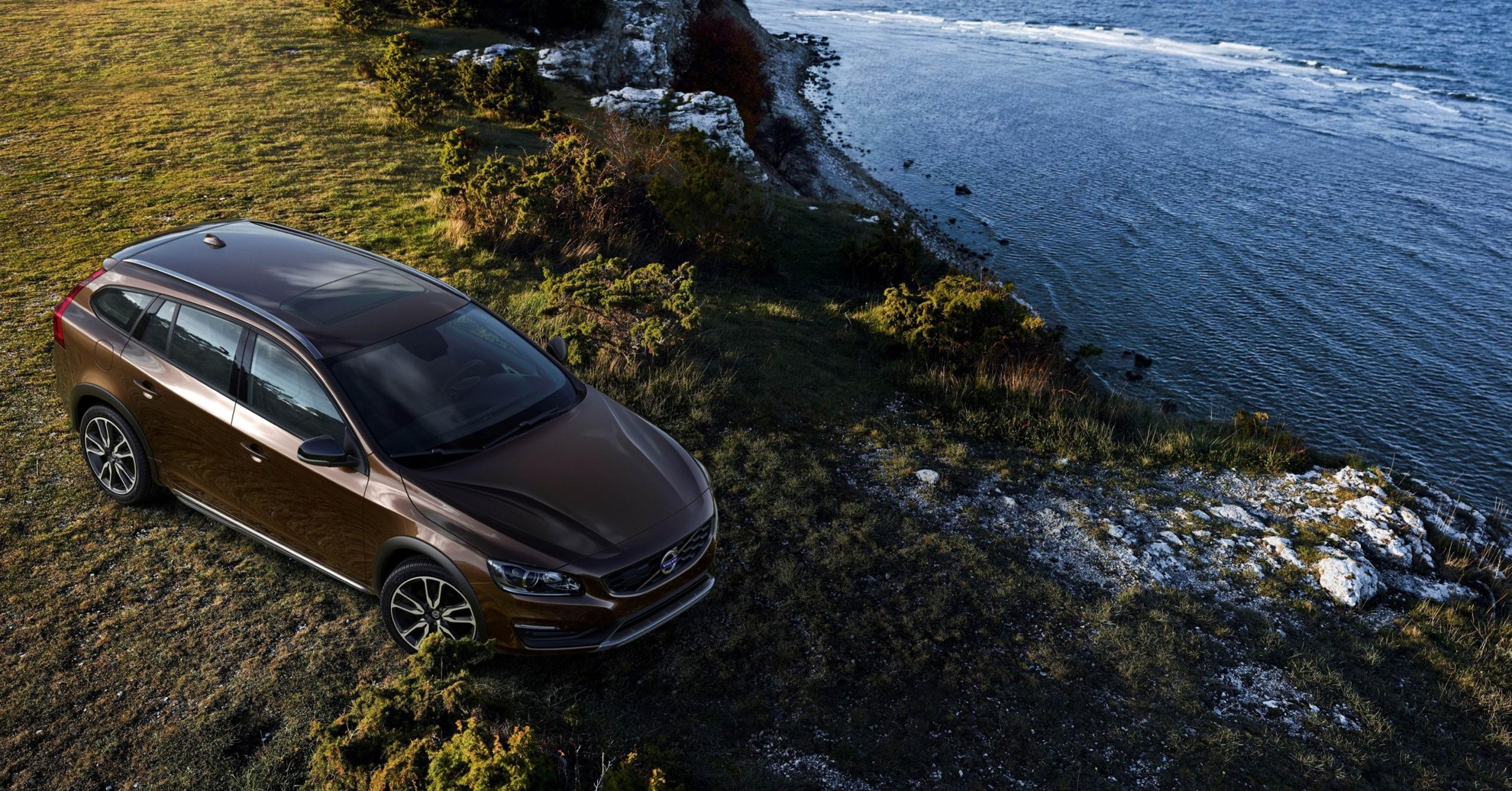 Volvo_Cars_reveals_new_V60_Cross_Country