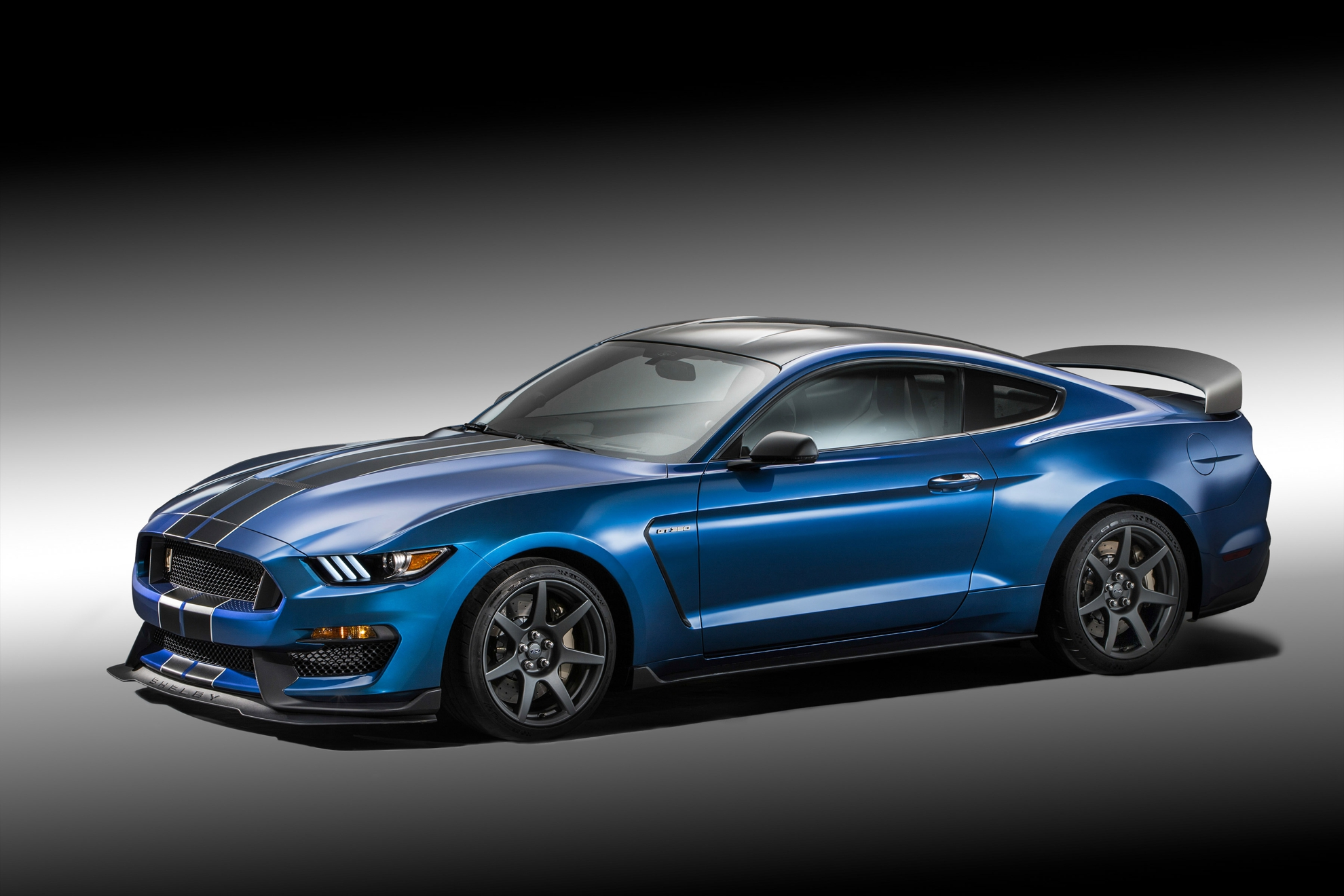 FORD-Shelby-GT350R-Mustang
