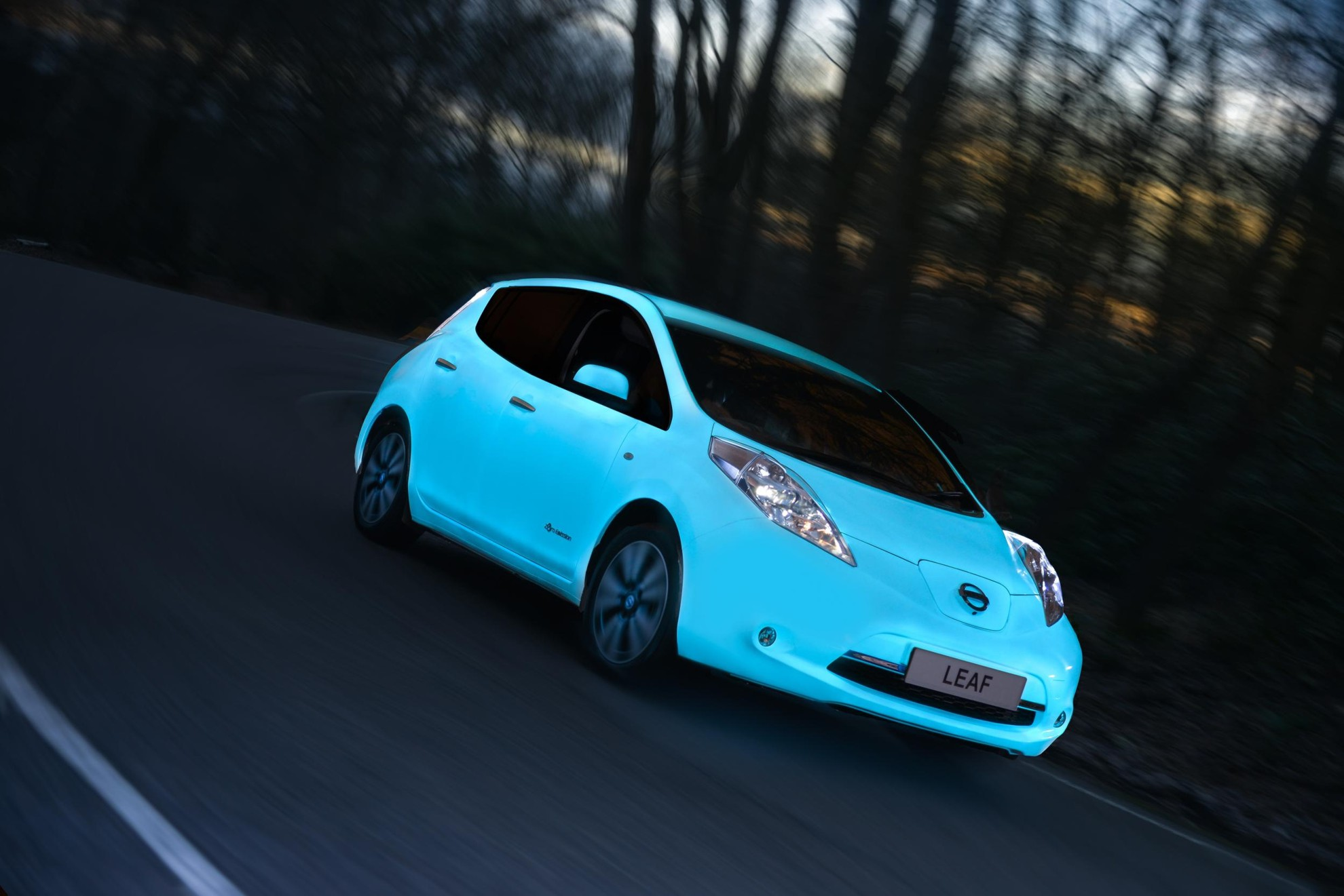 nissan-leaf-glow-in-the-dark