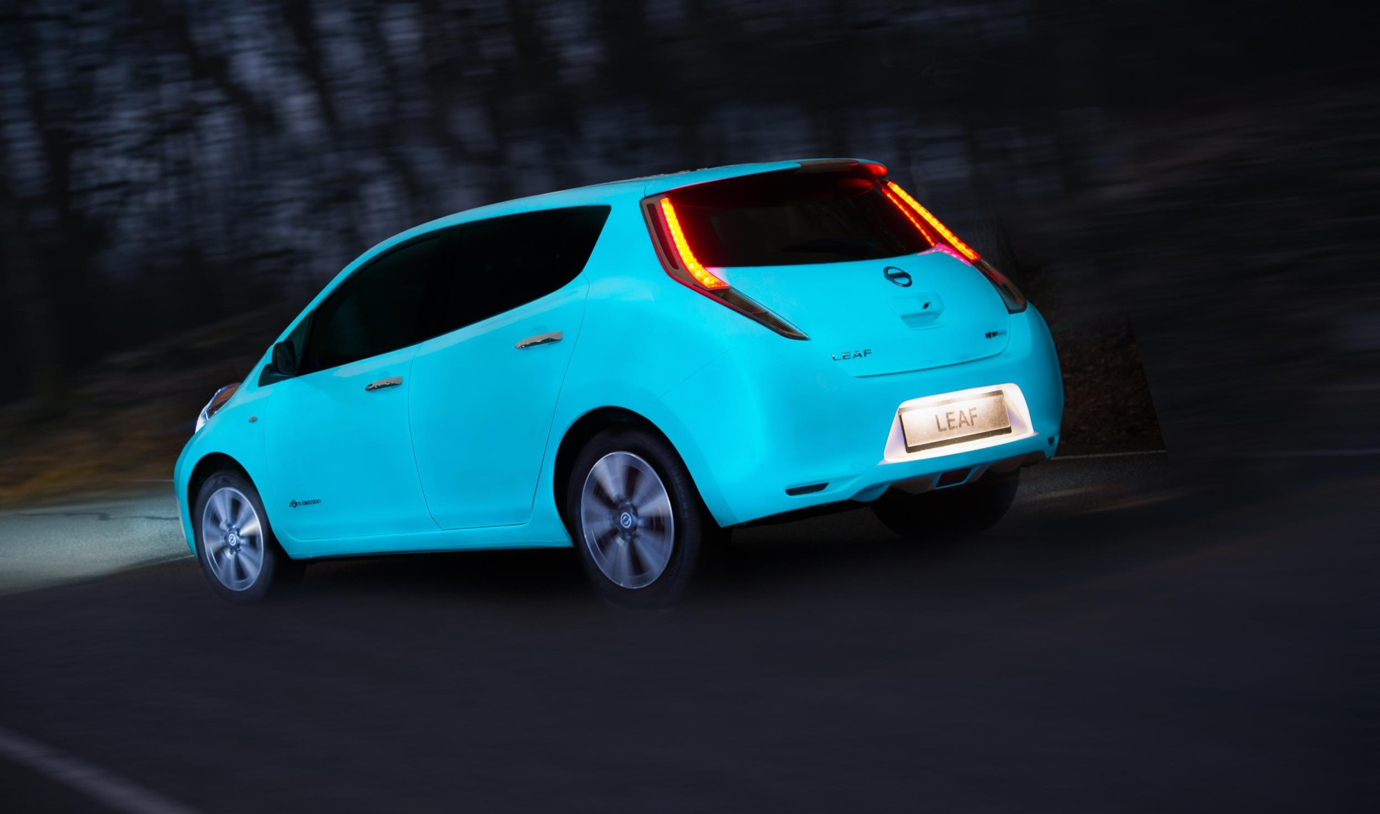 nissan-leaf-glow-in-the-dark2
