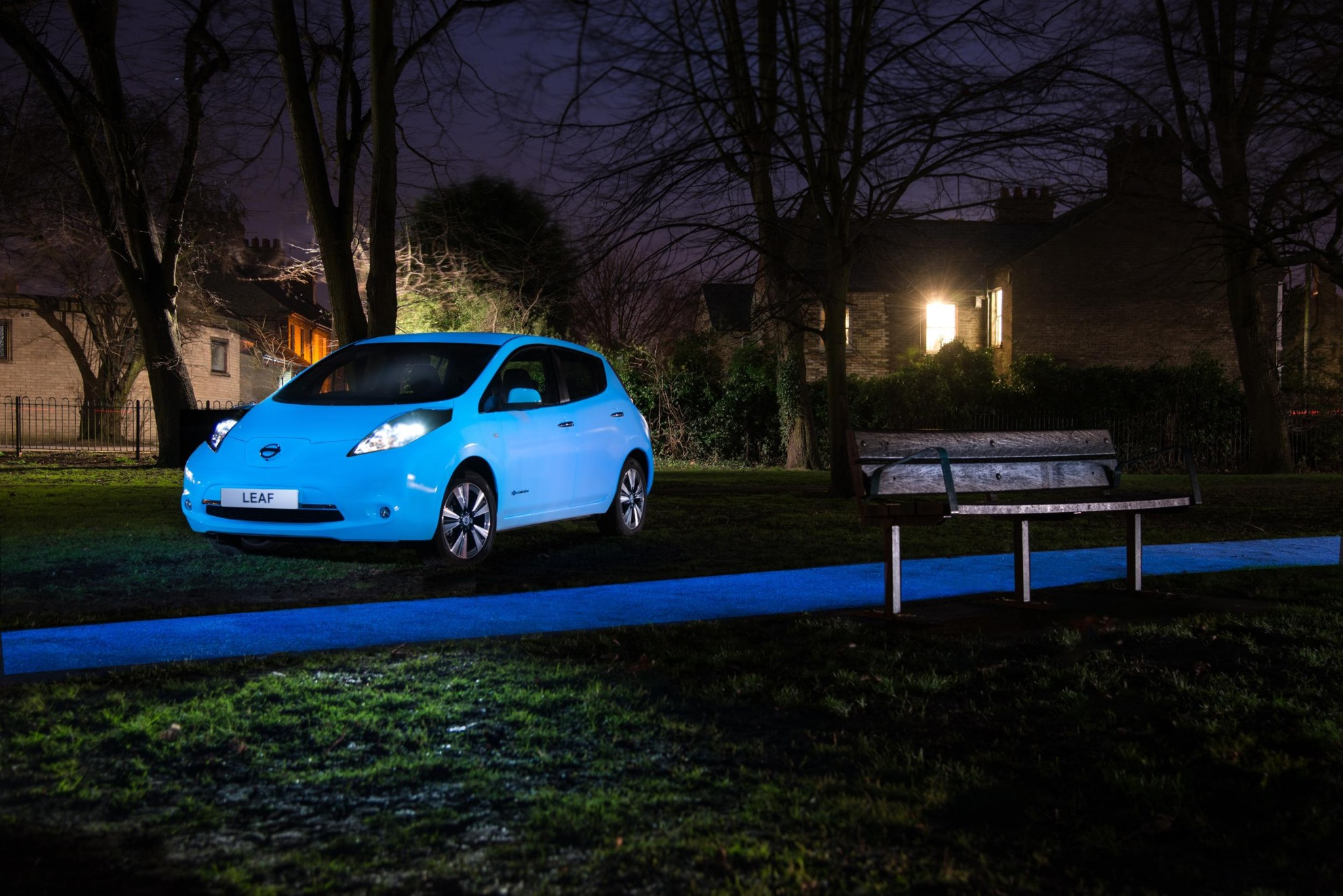nissan-leaf-glow-in-the-dark3