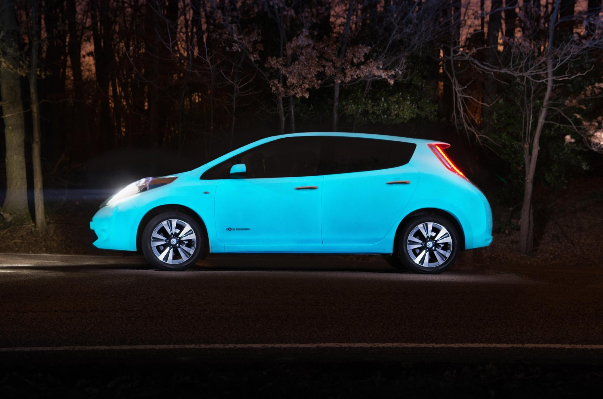 nissan-leaf-glow-in-the-dark4