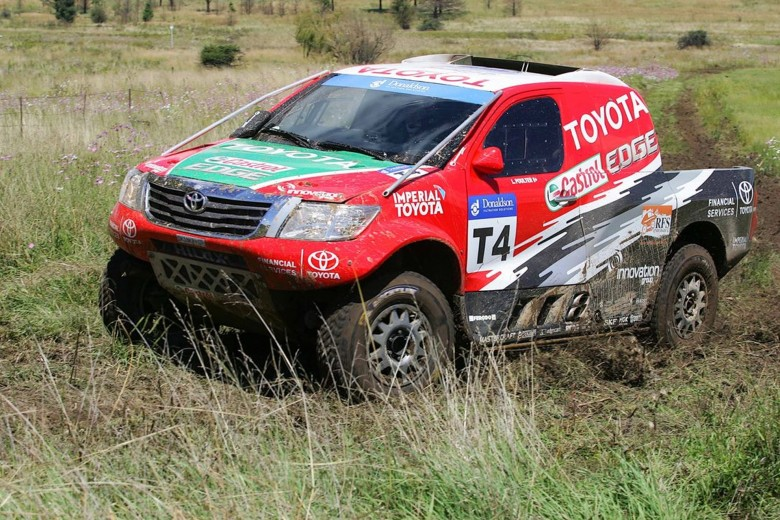 TOYOTA-HILUX-AND-FORD-RANGER-BATTLE-IT-OUT-IN-RFS-ENDURANCE-OFF-ROAD-RACE