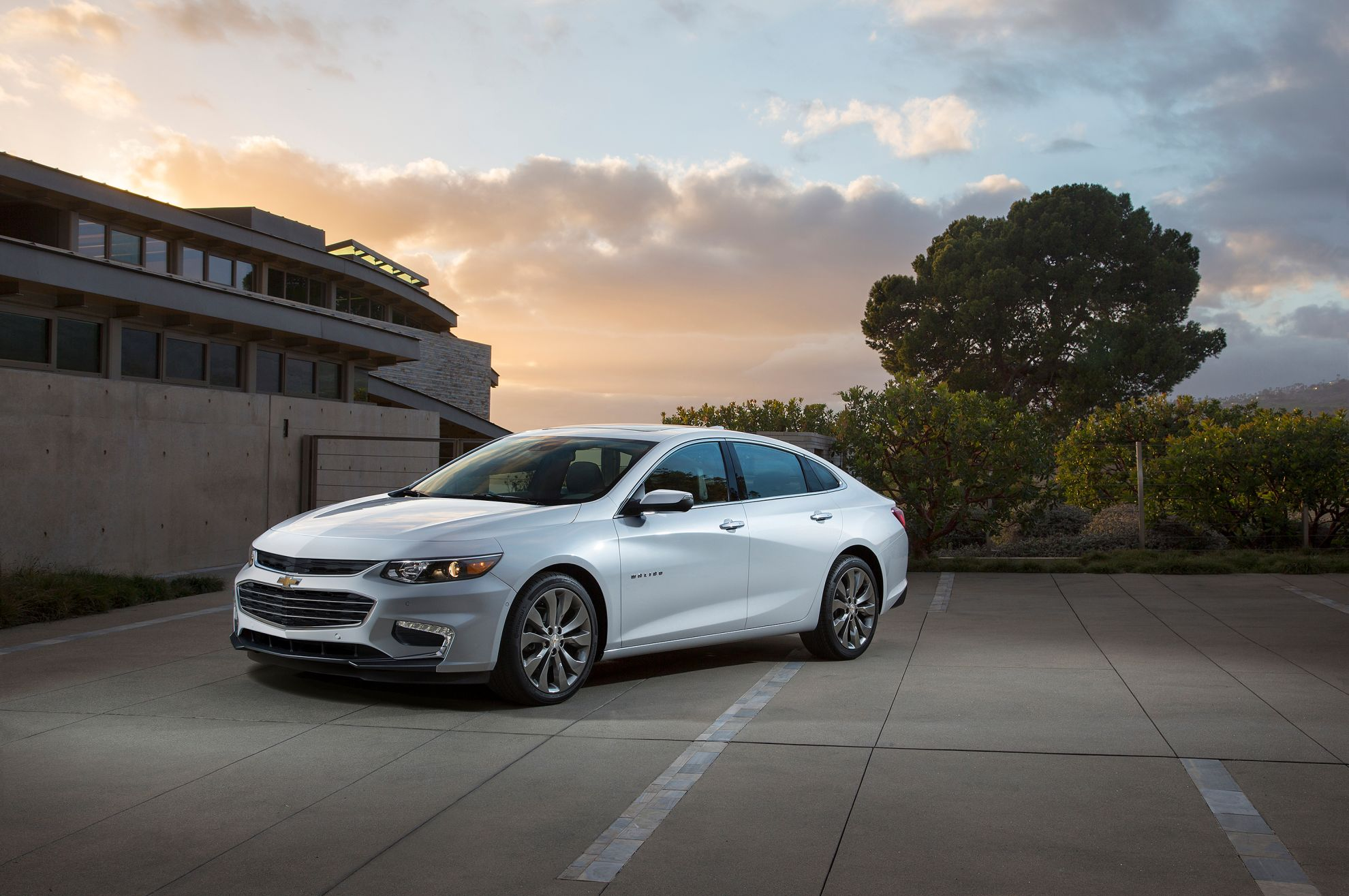 2016-Chevrolet-Malibu-Launched-At-New-York-International-Auto-Show