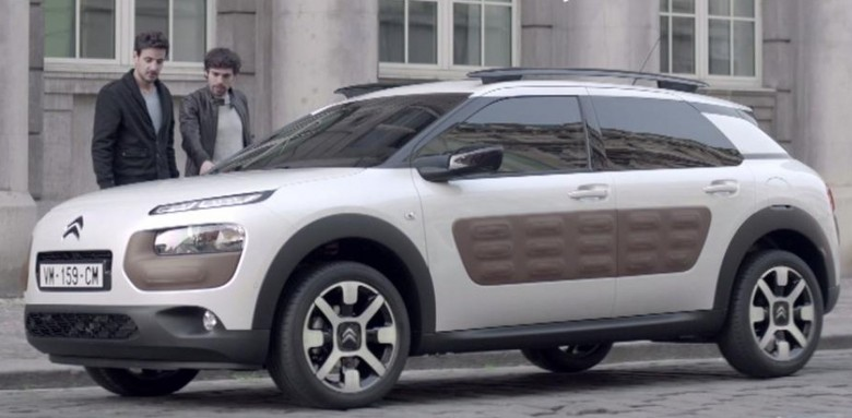 CITROËN-C4-CACTUS-WINS-THE-2015-WORLD-CAR-DESIGN-OF-THE-YEAR-AWARD-IN-NEW-YORK