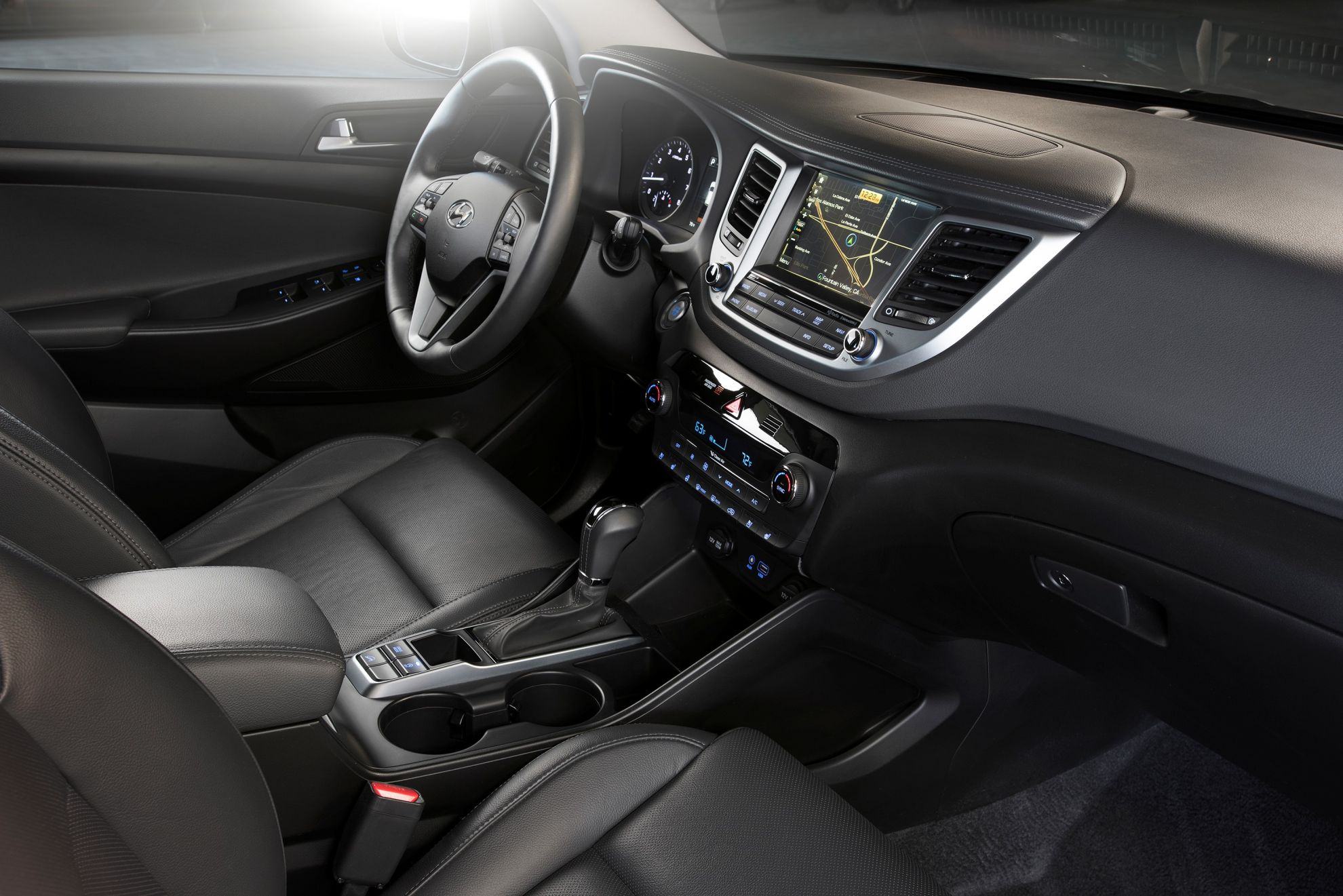 Hyundai-shows-new-Tucson-iX35-at-New-York-International-Auto-Show-interior