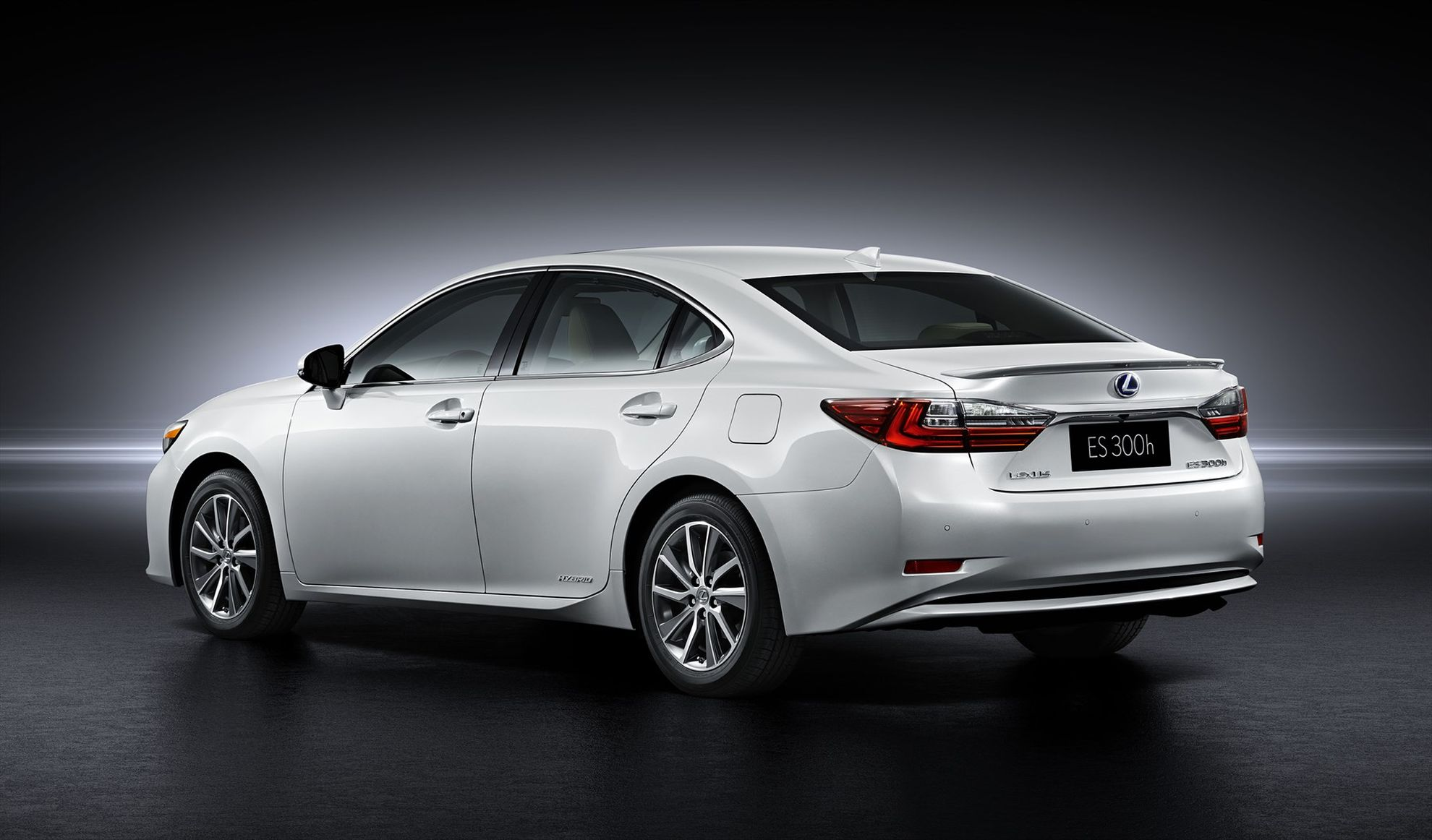 lexus-es-at-the-shanghai-international-motor-show-rear