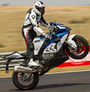 New-BMW-S-1000-RR-makes-successful-debut-at-legendary-24-Hours-of-Le-Mans