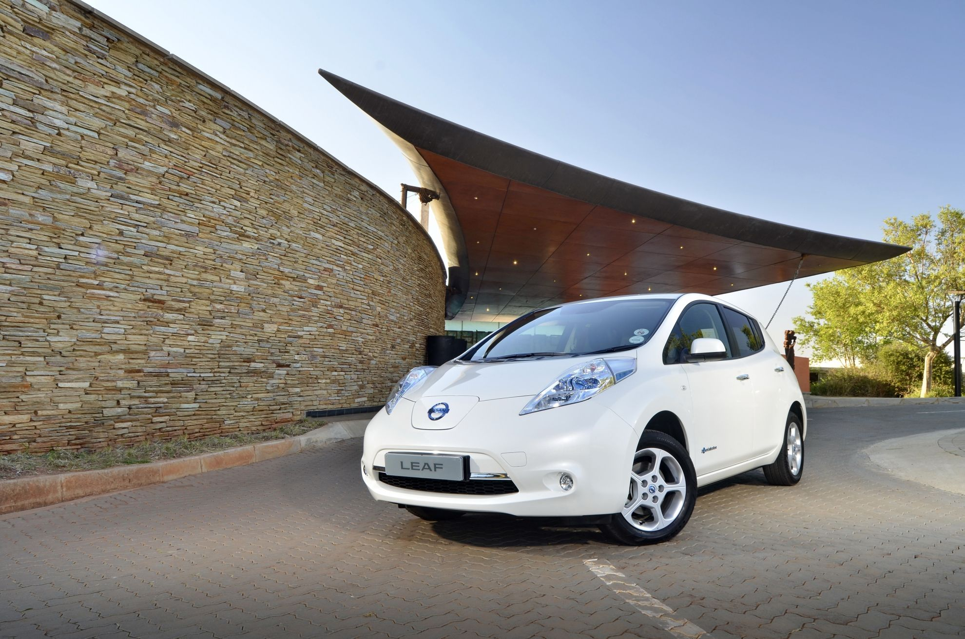 Nissan-LEAF-now-parks-in-Parkhurst