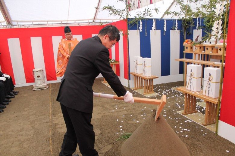 hino-motors-held-a-very-symbolic-ground-breaking-ceremony-for-its-new-engine-plant-in-nitta-japan