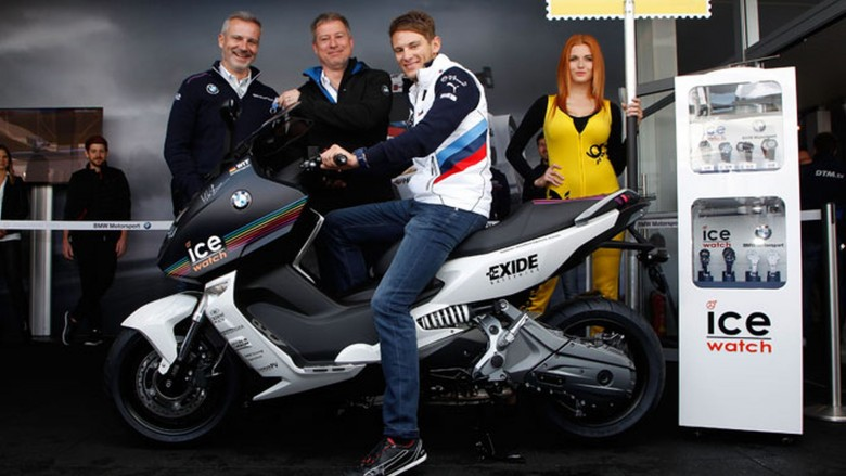 Marco-Wittman-receives-number-1-BMW-Maxi-Scooter