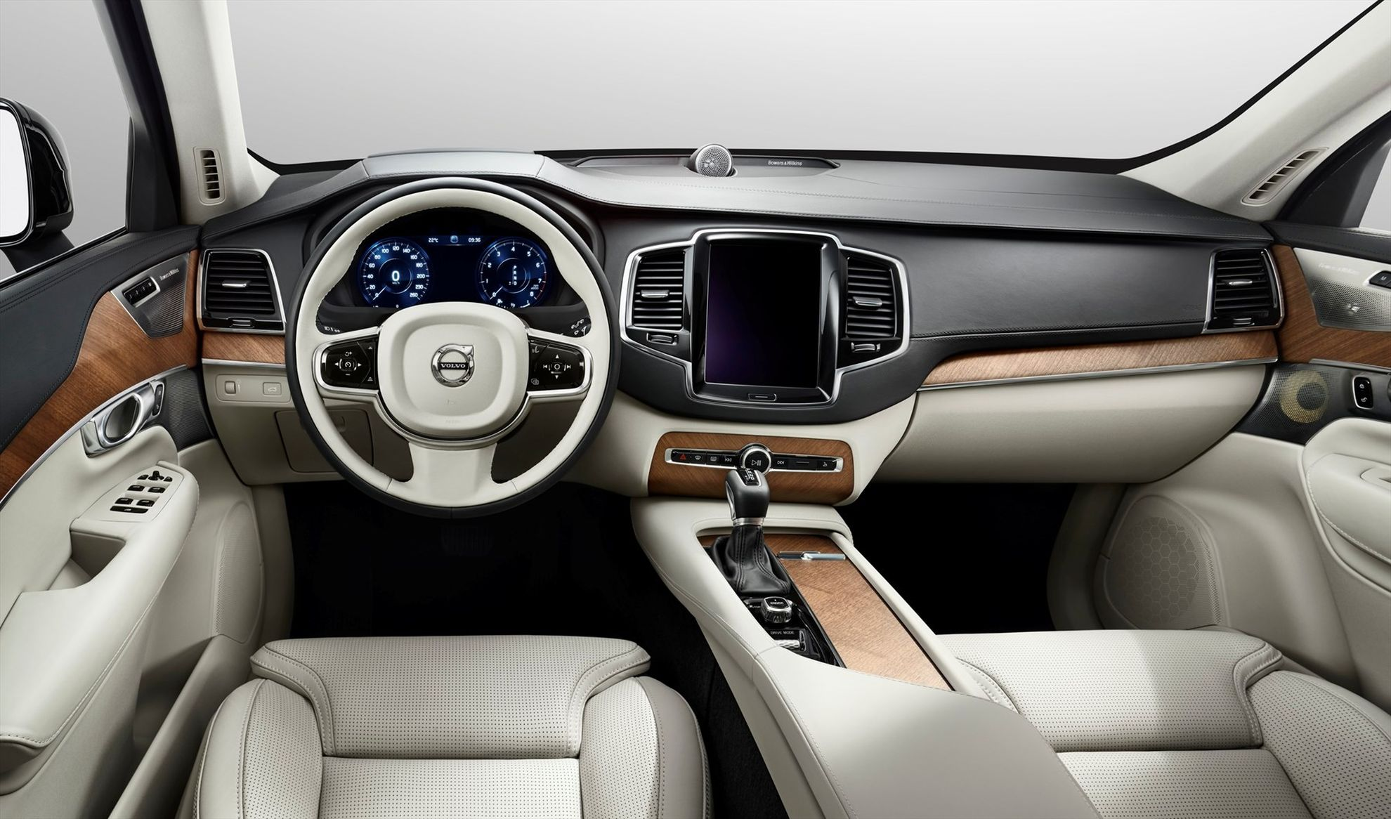 All-New-Volvo-XC90-Launched-in-South-Africa-cockpit