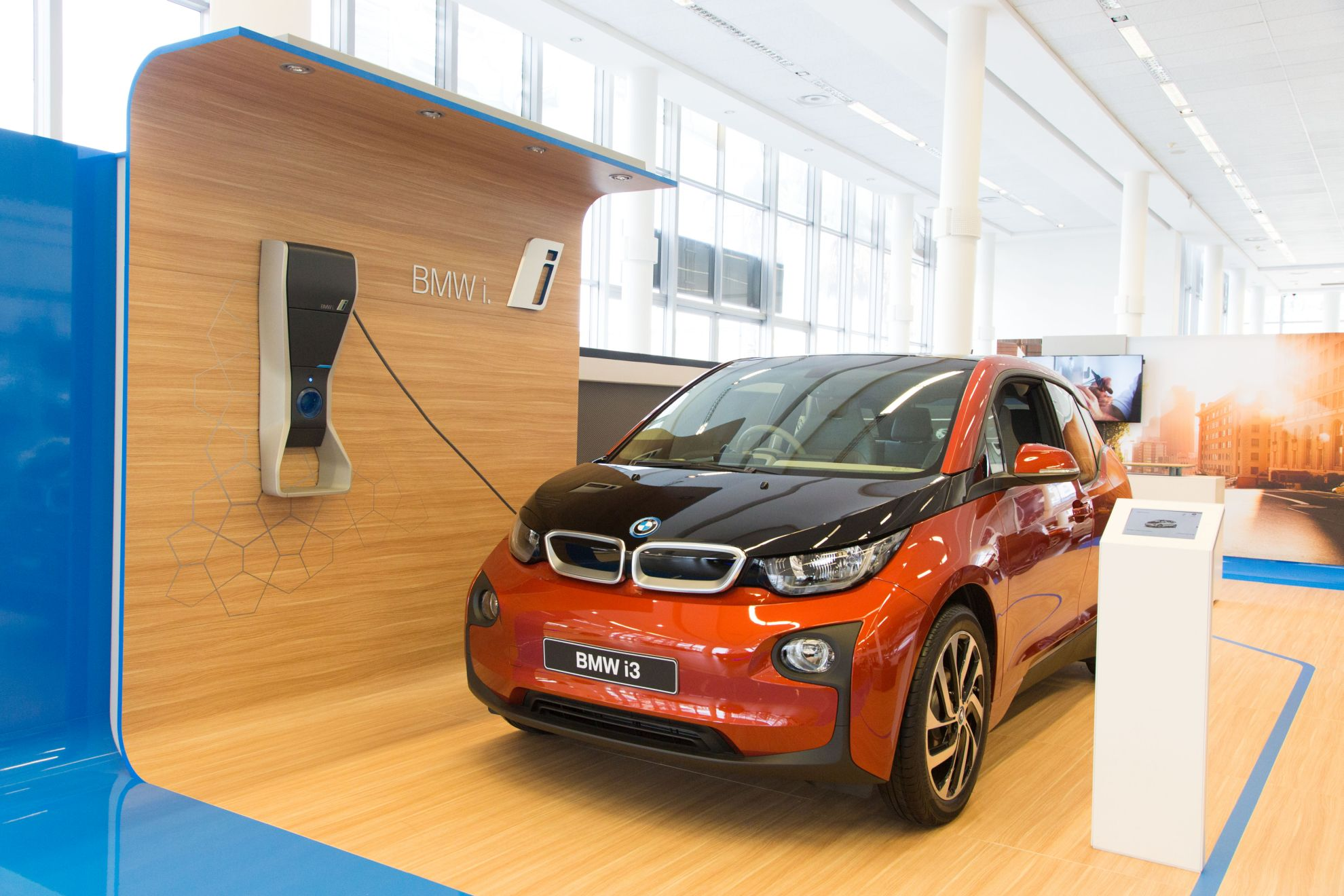 bmw-south-africa-introduces-the-future-of-retailing-to-its-dealerships-1