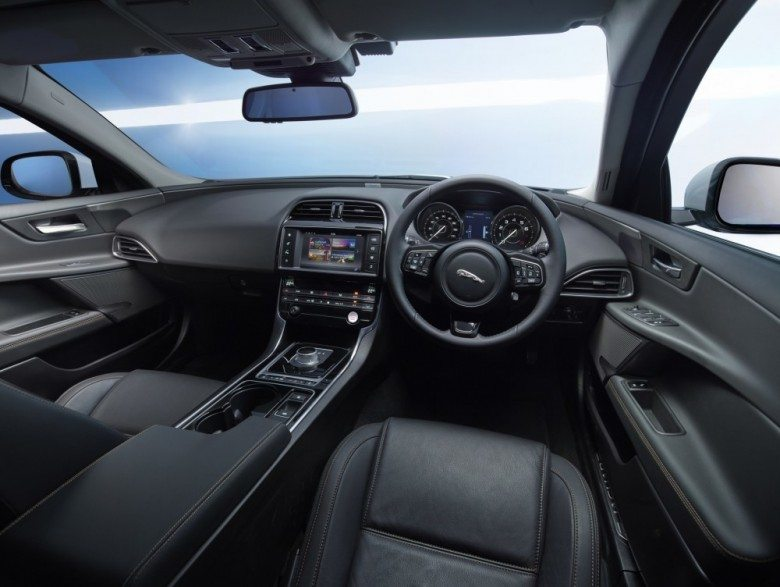 JAGUARS-BEST-ENTERTAINMENT-AND-DRIVER-ASSISTANCE-TECHNOLOGIES-FEATURE-IN-XE-1