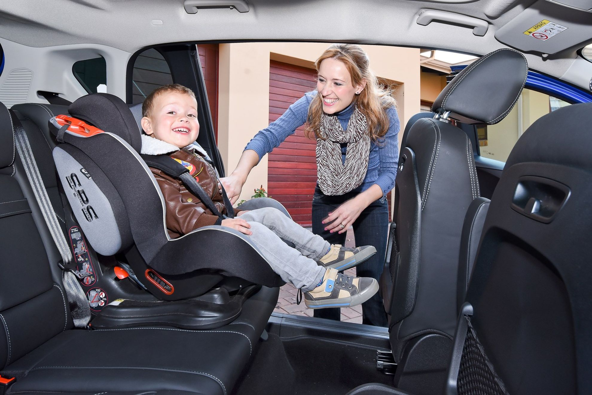Stylish-New-Ford-B-MAX-Challenges-Traditional-Small-Car-Thinking-interior-1