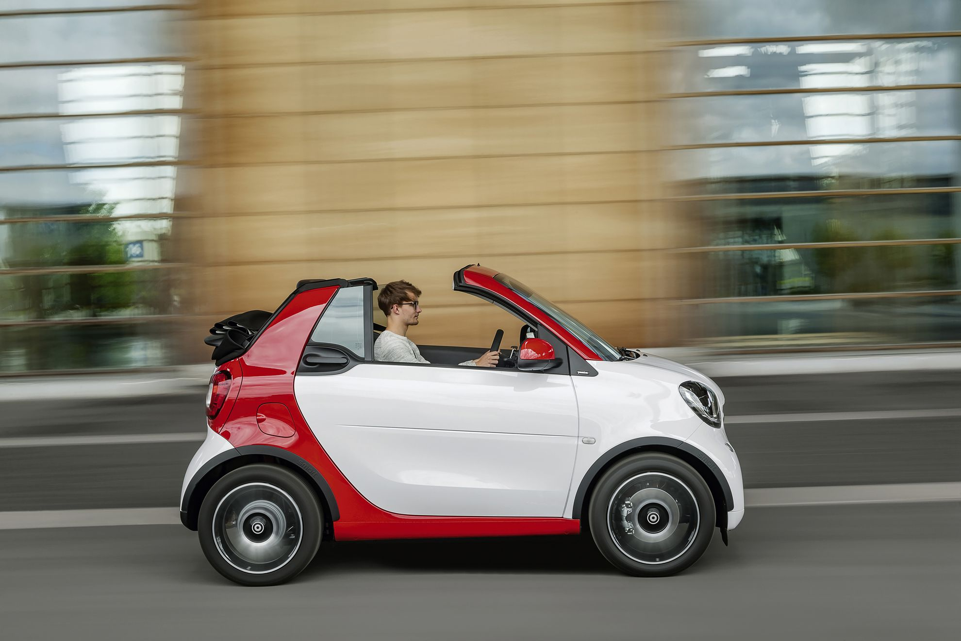 the new smart fortwo cabrio car shows. Black Bedroom Furniture Sets. Home Design Ideas
