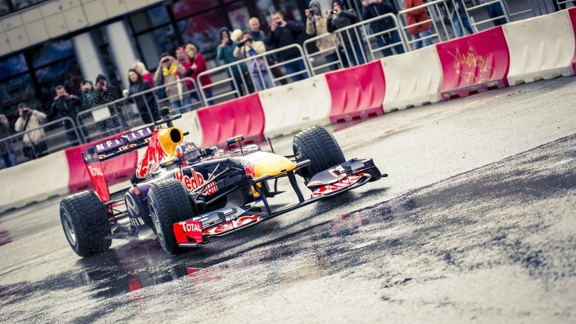 Daniil-Kvyat-put-on-a-show-for-fans-in-his-homeland-over-the-weekend-when-he-joined-the-Kazan-City-Racing-demonstration-on-Sunday-2