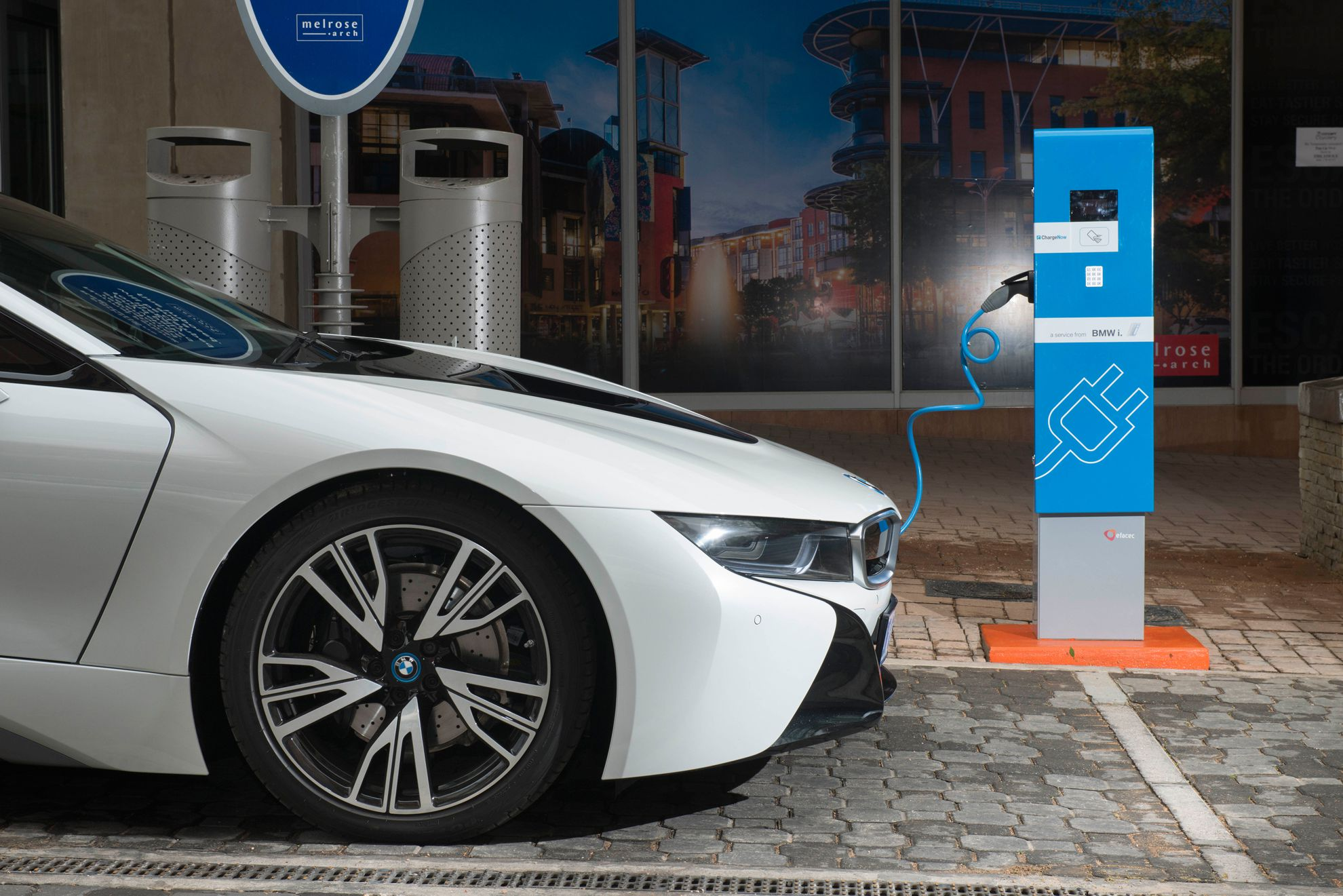 mercedes and bmw pin working gadgets wireless charging on together