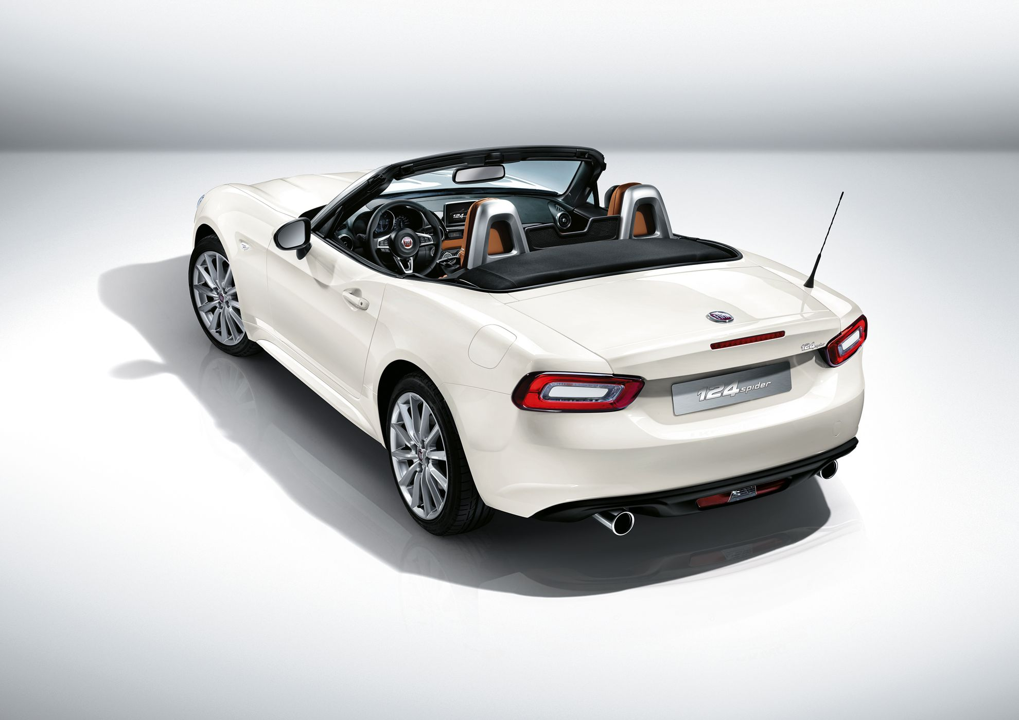 la auto show new fiat 124 spider. Black Bedroom Furniture Sets. Home Design Ideas