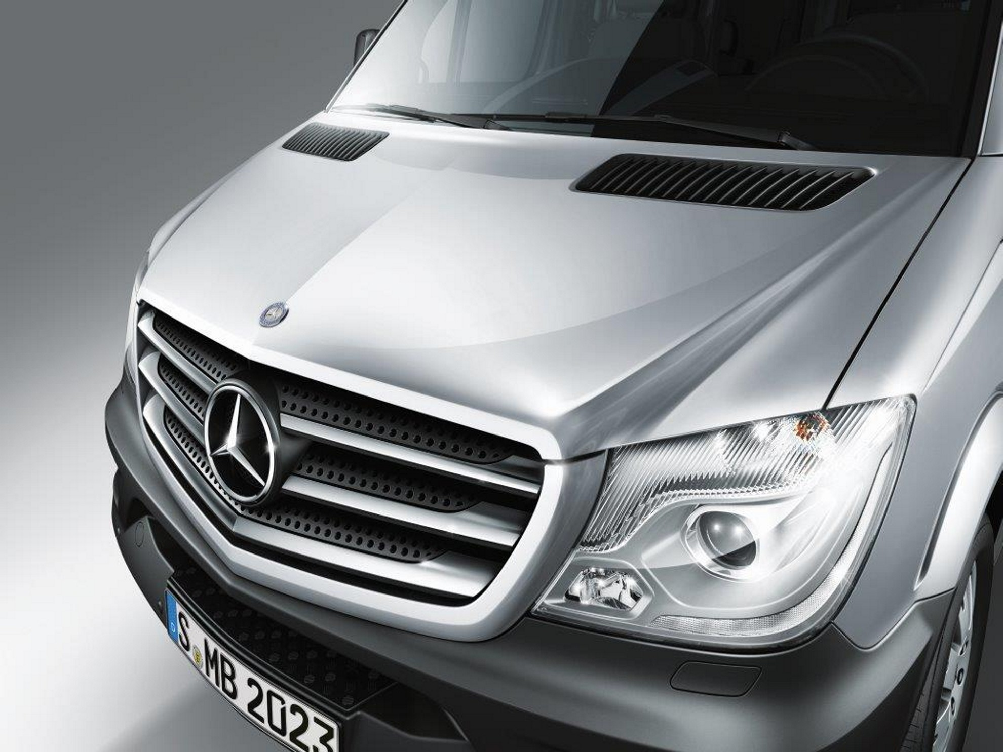 Mercedes benz commercial vehicles south africa at the for Mercedes benz commercial